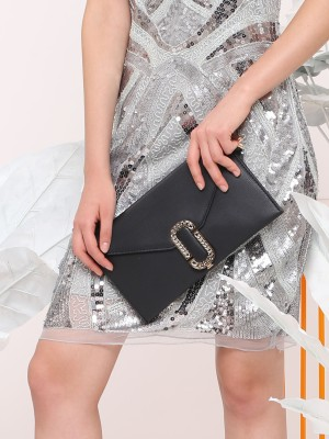 Chain Shaped Flap Opening Clutch