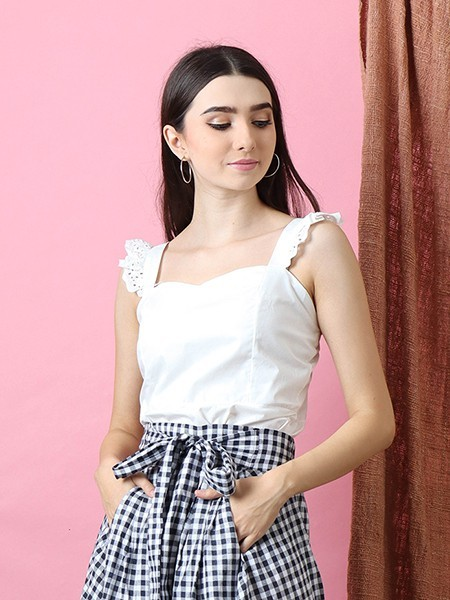 Heart Line Embroidered Shoulder Line Top