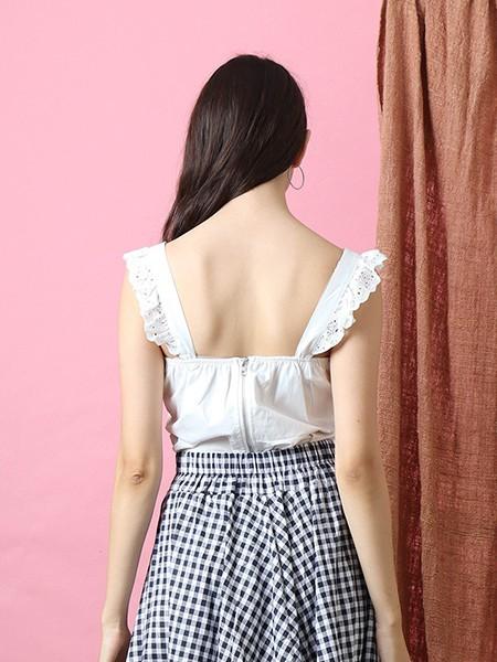 Heart Line Embroidered Shoulder Line Top