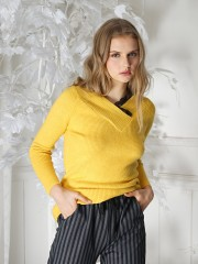 Lace Neckline knitted top